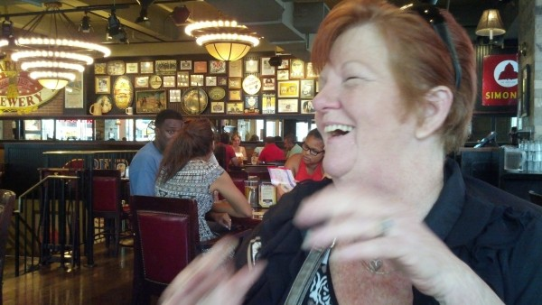 mom-laughing-in-nyc